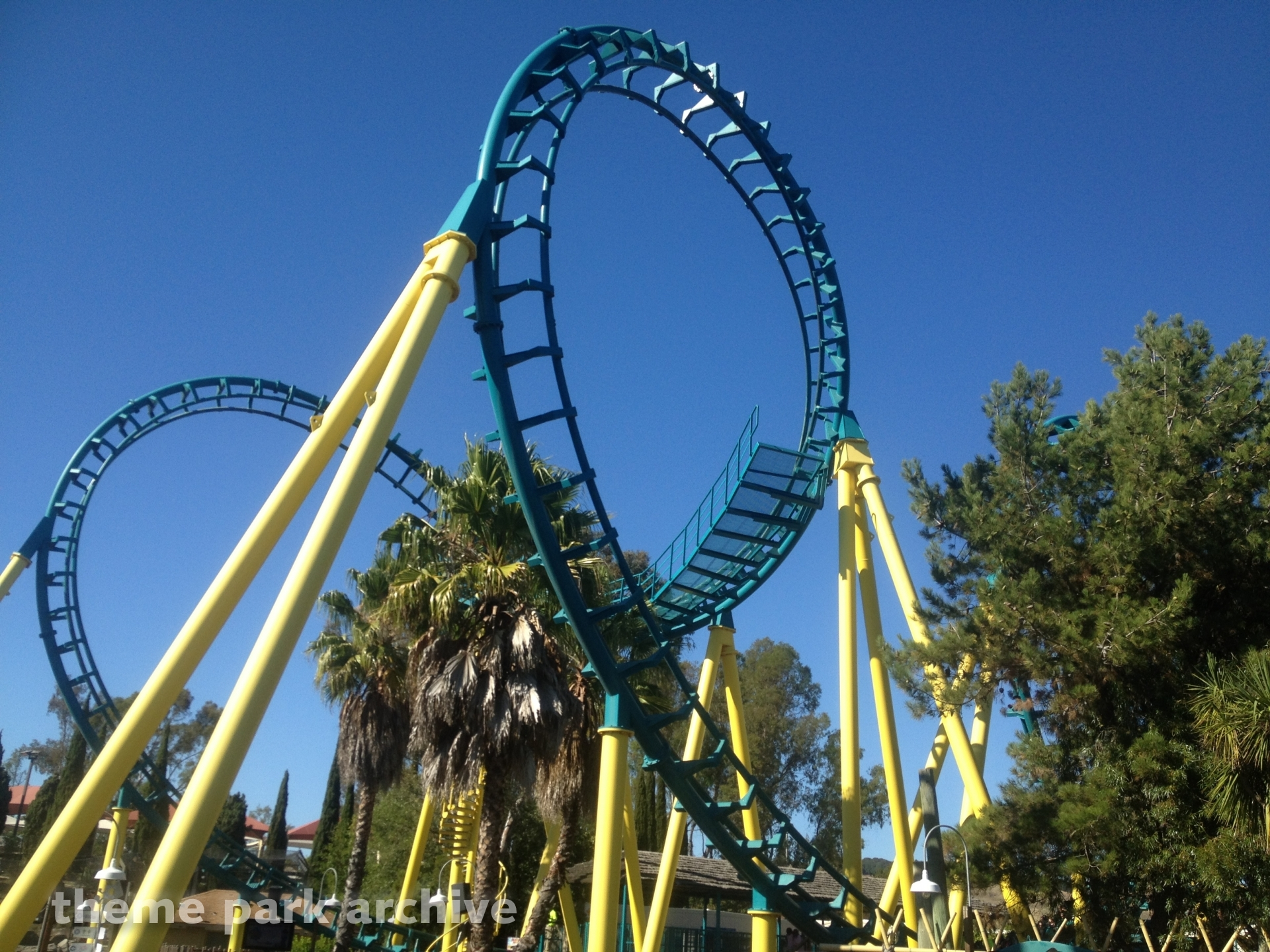 Boomerang at Six Flags Discovery Kingdom | Theme Park Archive