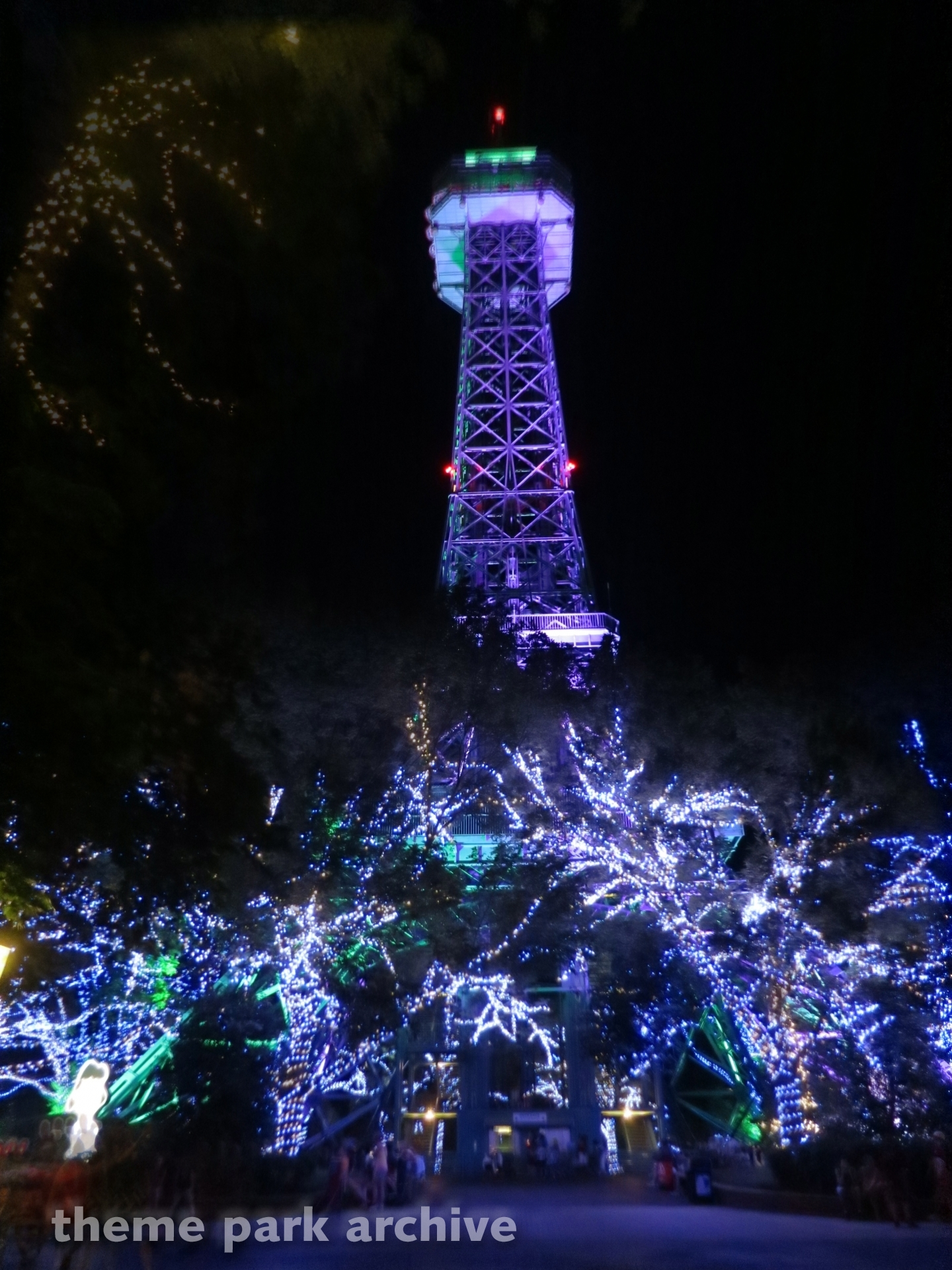 Eiffel Tower at Kings Dominion | Theme Park Archive