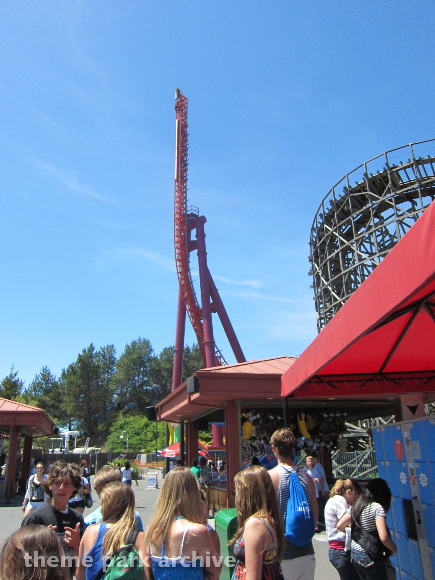 The Flash: Vertical Velocity at Six Flags Discovery Kingdom