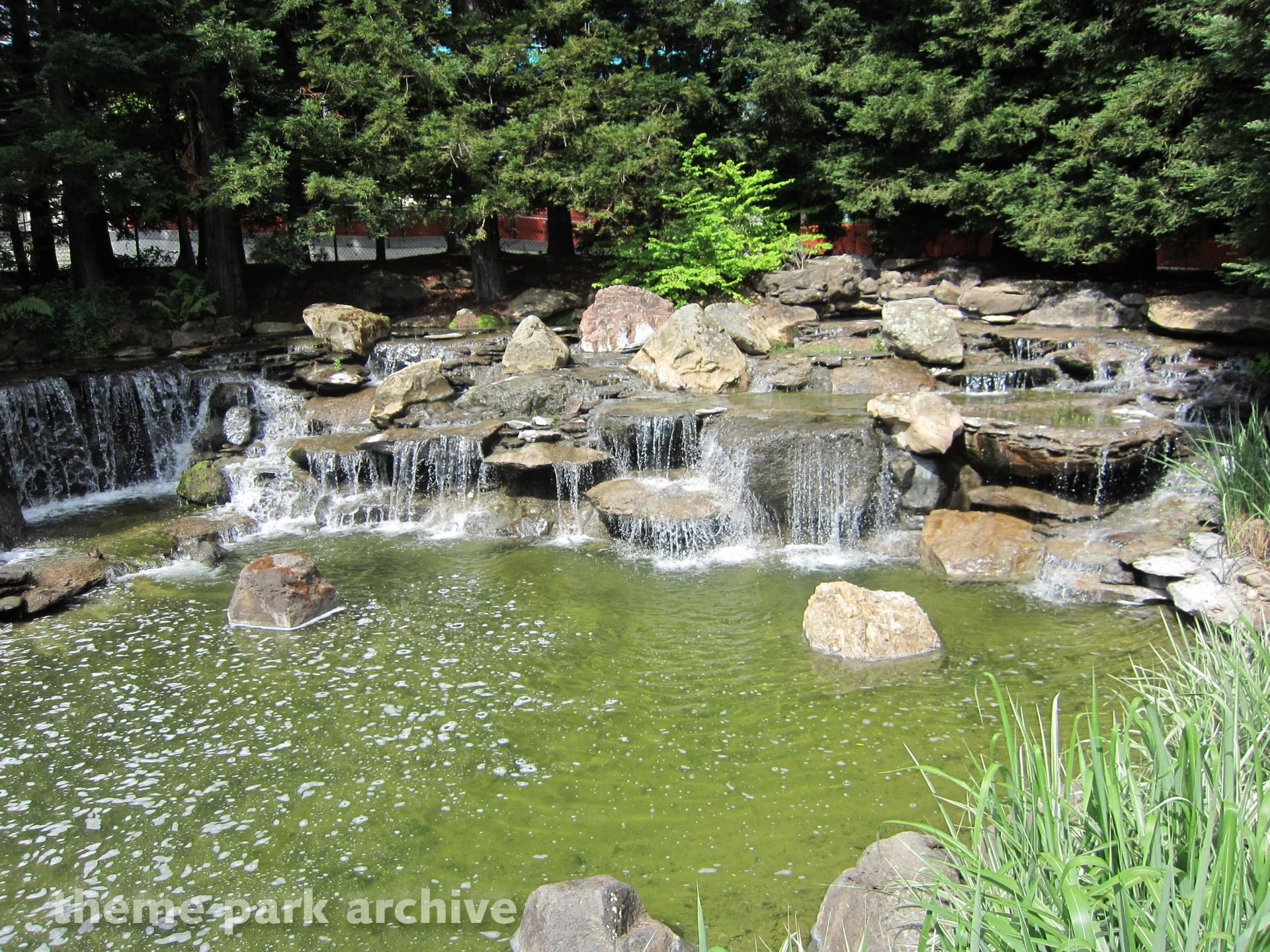 Holly Garden at Gilroy Gardens