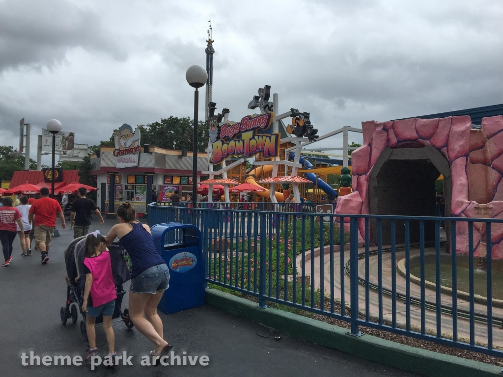 Looney Tunes BoomTown at Six Flags Over Texas