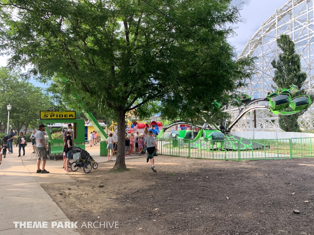 The Spider at Lakeside Amusement Park