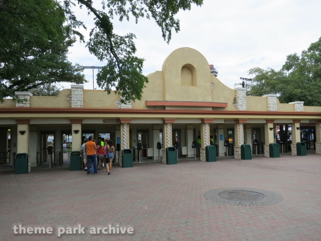 Star Mall at Six Flags Over Texas