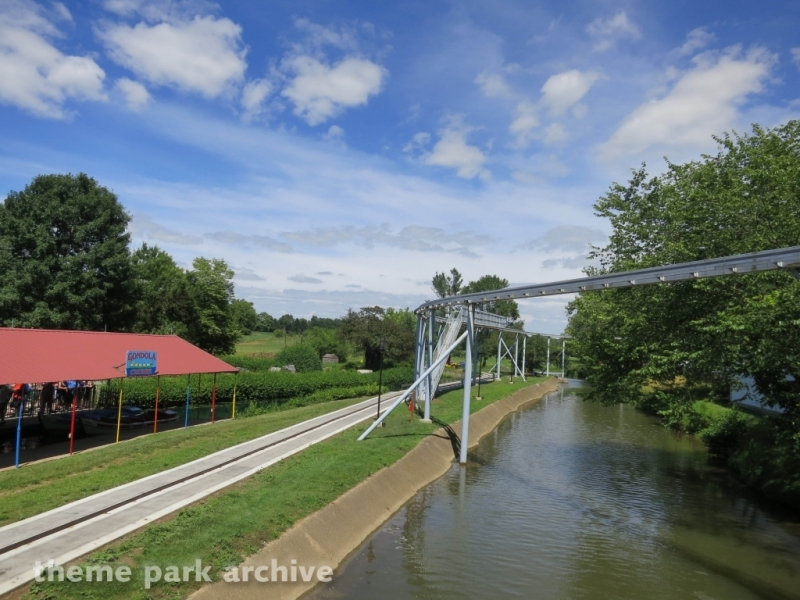 Monorail at Dutch Wonderland