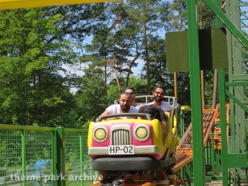 Holly's Wild Car Race at Holiday Park