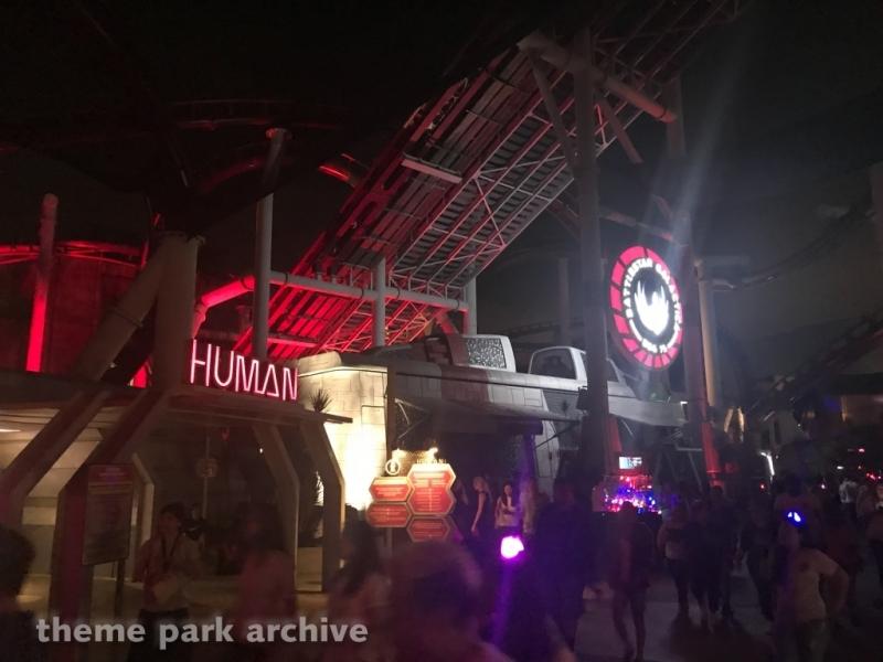 Battlestar Galactica HUMAN vs CYCLON at Universal Studios Singapore