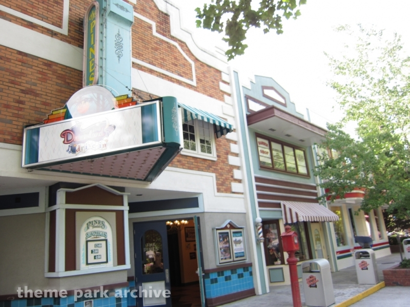 Pines Theatre at Dollywood