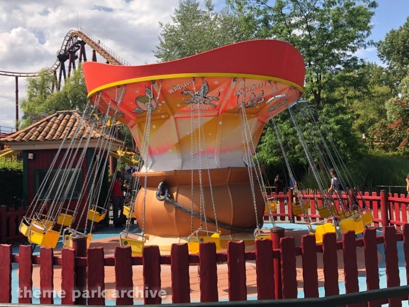 Les Petites Chaises Volantes at Parc Asterix