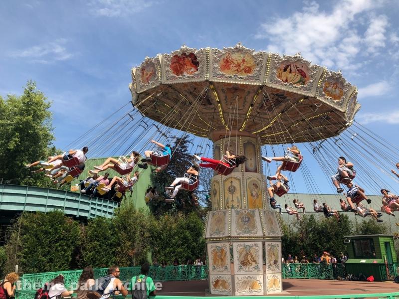 Les Chaises Volantes at Parc Asterix
