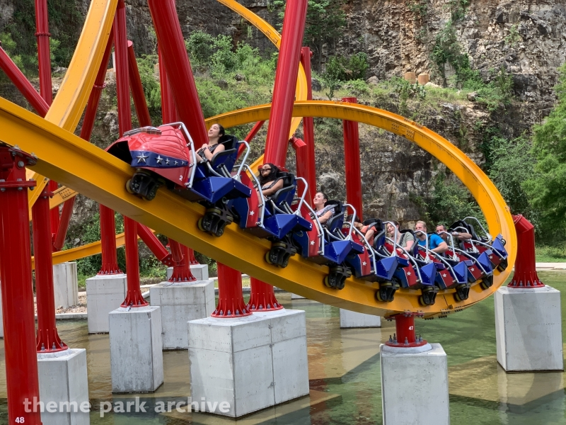 We finally ride Wonder Woman Golden Lasso Coaster