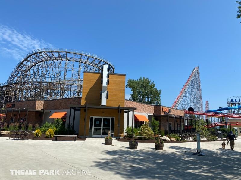 BackBeatQue at Cedar Point