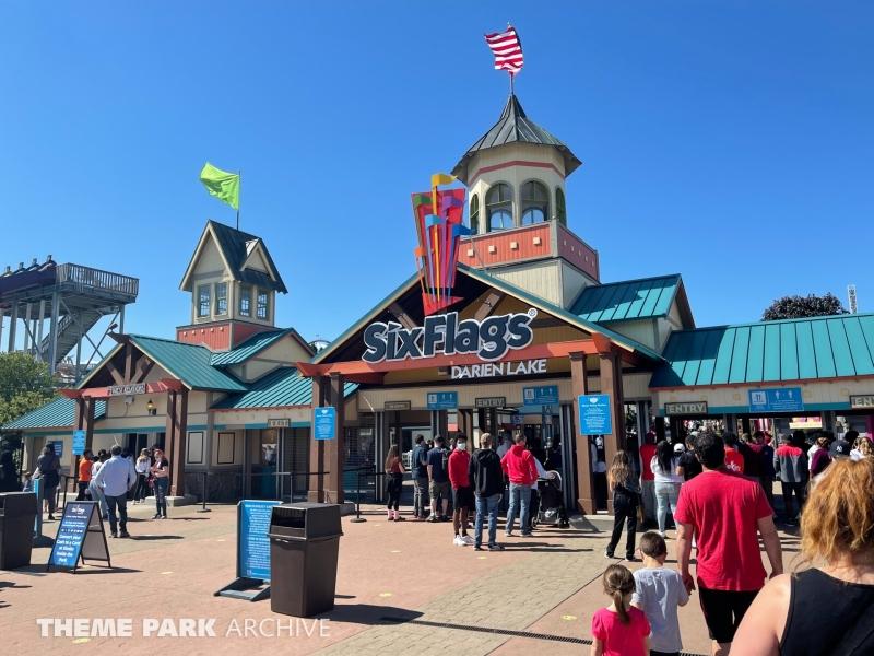 Entrance at Six Flags Darien Lake