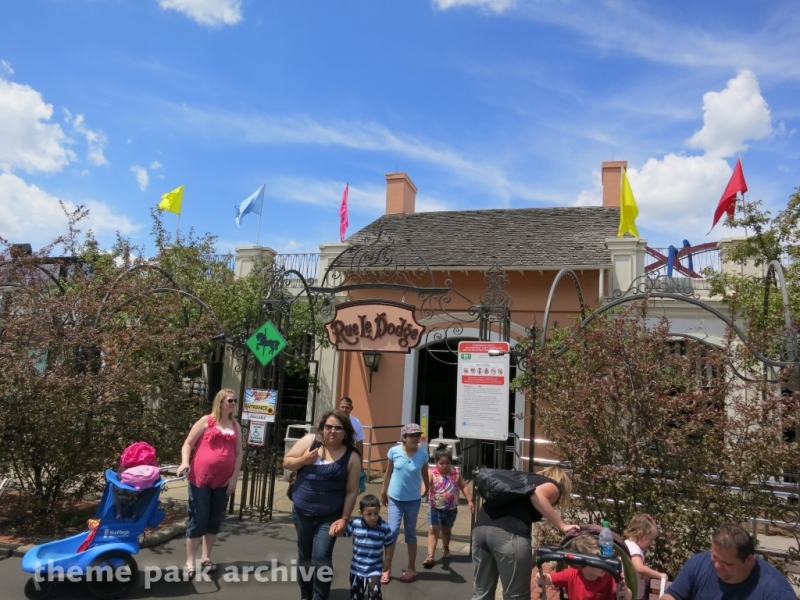Rue Le Dodge at Six Flags Great America