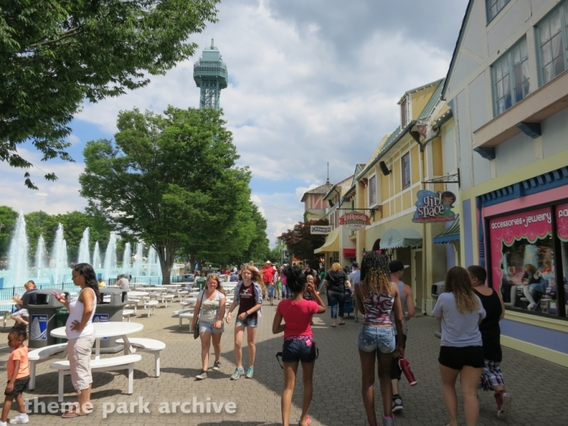 International Street at Kings Island