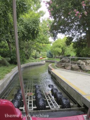 Rainbow Garden Round Boat Ride
